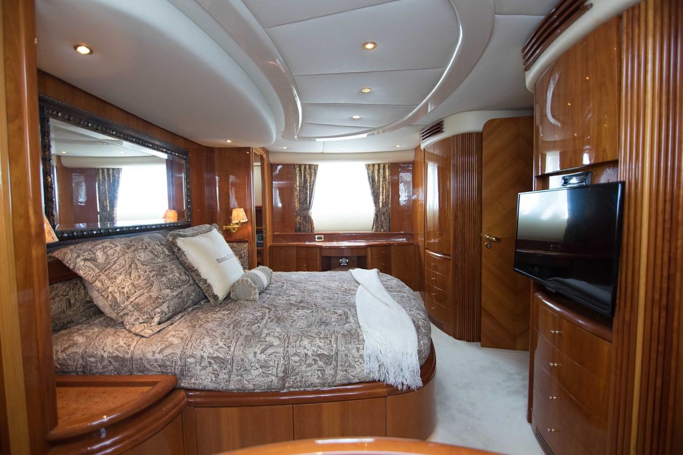 Master Stateroom 2001 AZIMUT  Motor Yacht 2845176