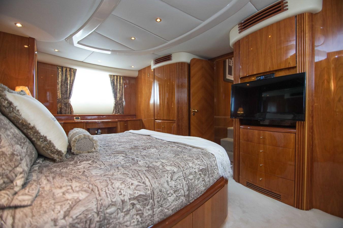 Master Stateroom 2001 AZIMUT  Motor Yacht 2845178