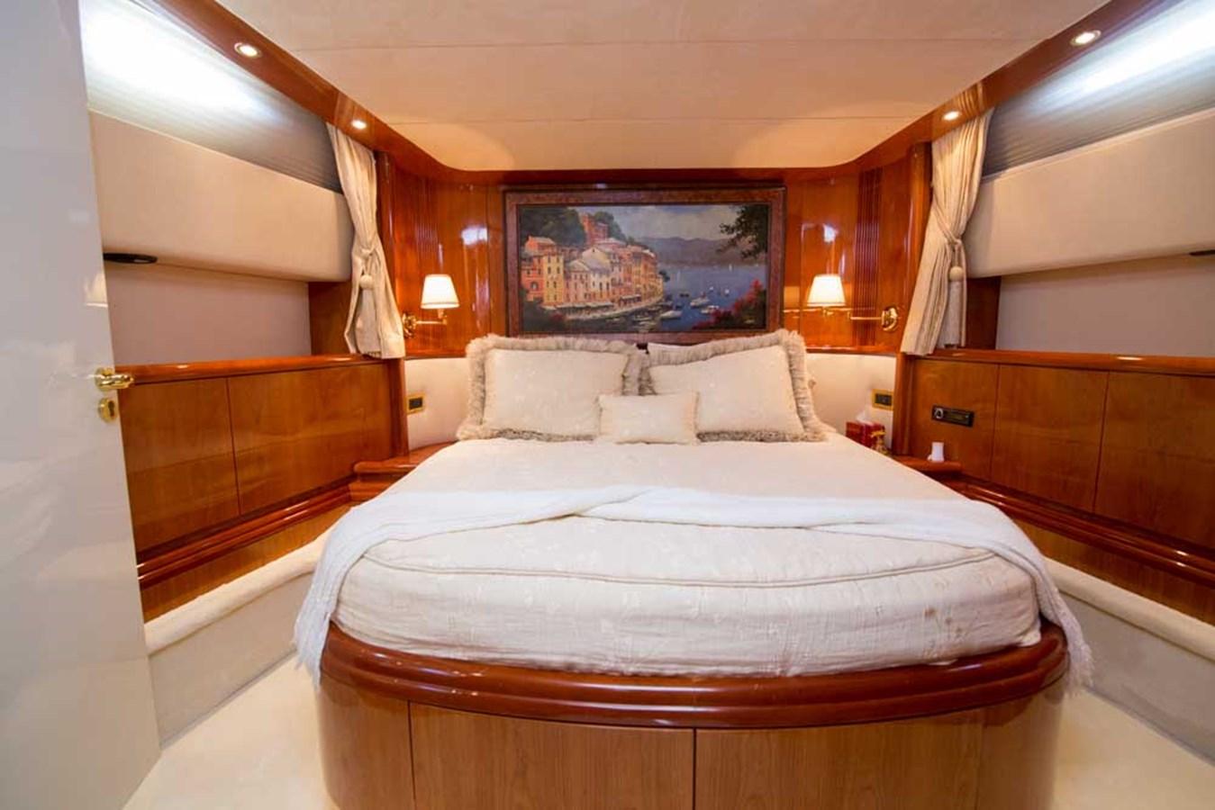 VIP Stateroom 2001 AZIMUT  Motor Yacht 2845194