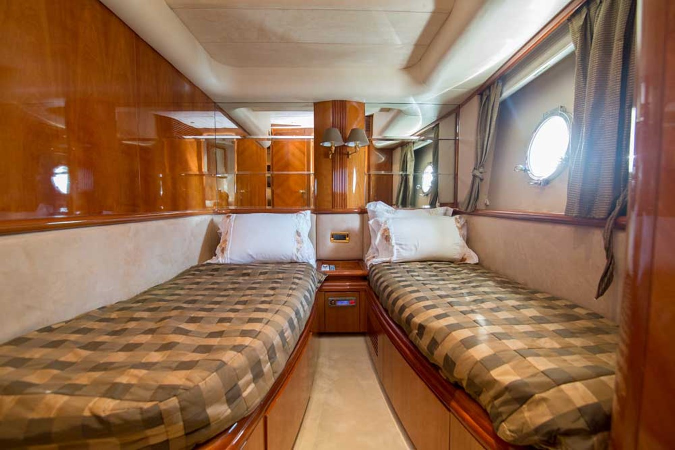 Port Guest Stateroom 2001 AZIMUT  Motor Yacht 2845203