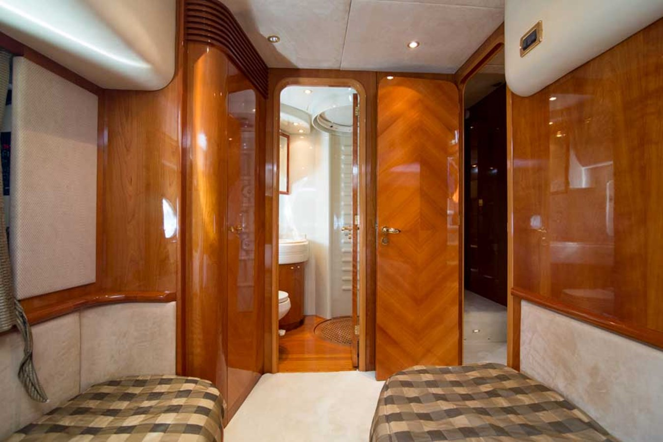 Port Guest Stateroom 2001 AZIMUT  Motor Yacht 2845204