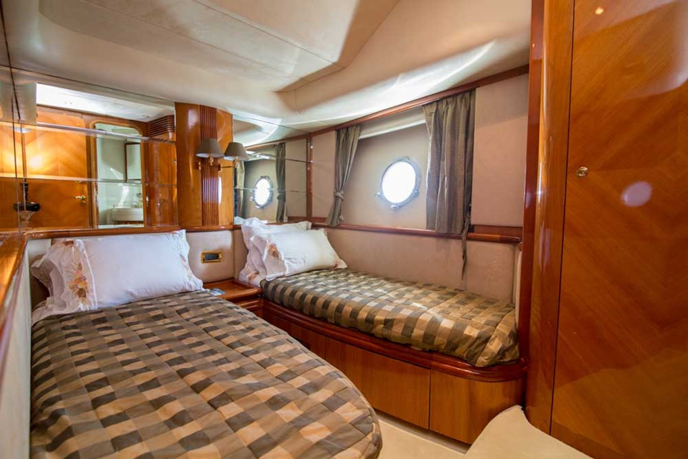 Port Guest Stateroom 2001 AZIMUT  Motor Yacht 2845209