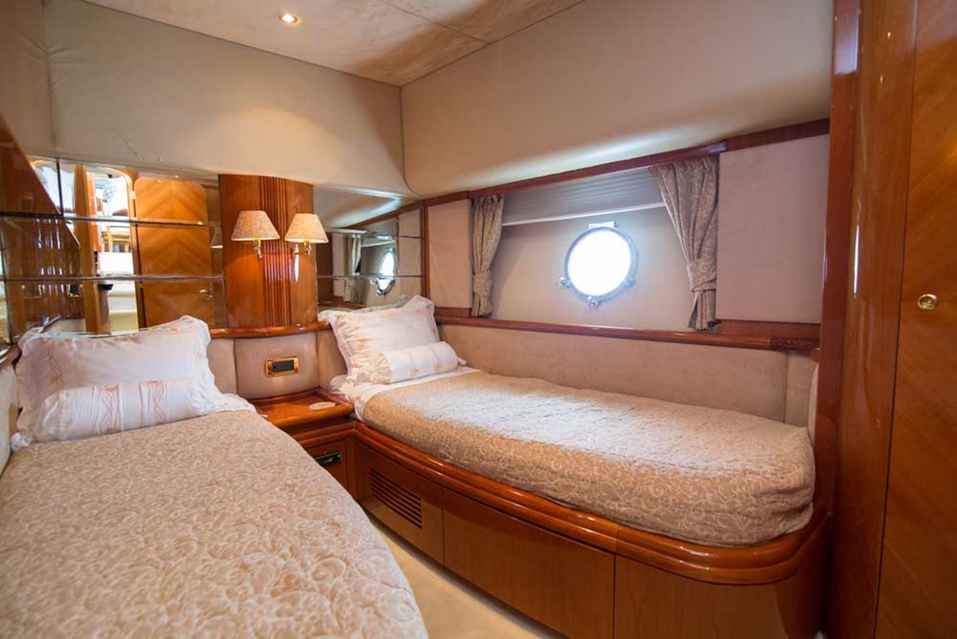 Starboard Guest Stateroom 2001 AZIMUT  Motor Yacht 2845210