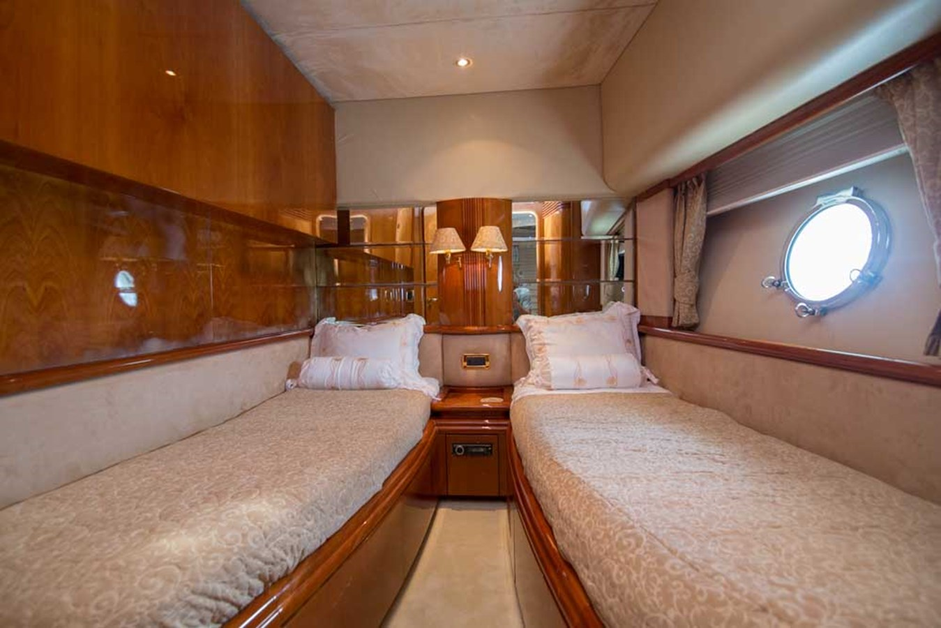 Starboard Guest Stateroom 2001 AZIMUT  Motor Yacht 2845211