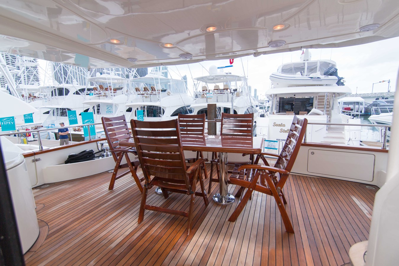 Aft Deck 2001 AZIMUT  Motor Yacht 2845216