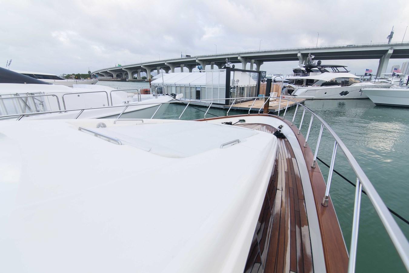 Bow 2001 AZIMUT  Motor Yacht 2845260