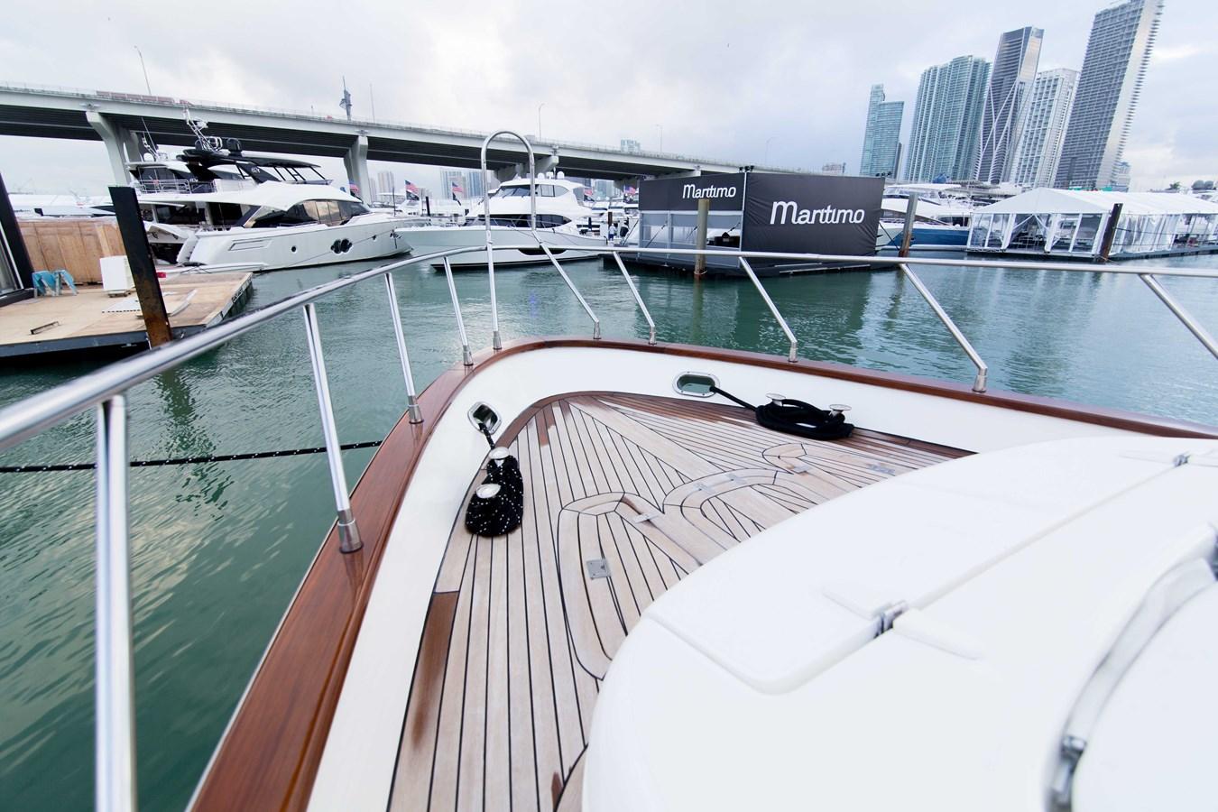 Bow 2001 AZIMUT  Motor Yacht 2845263