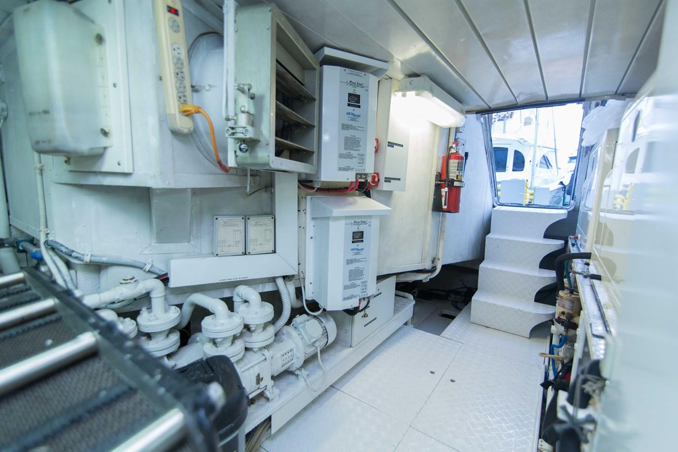 Engine Room 2001 AZIMUT  Motor Yacht 2845271