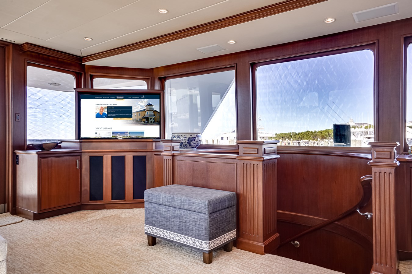 2011 85 Burger - Salon (6) 2001 BURGER 85 Motor Yacht Motor Yacht 2846423