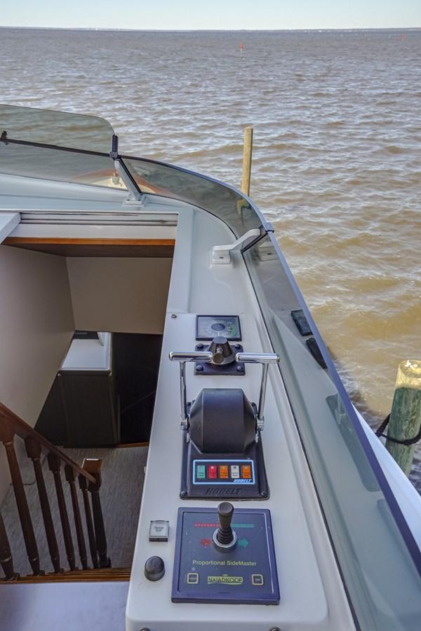 2011 85 Burger - Flybridge Helm (4) 2001 BURGER 85 Motor Yacht Motor Yacht 2847201