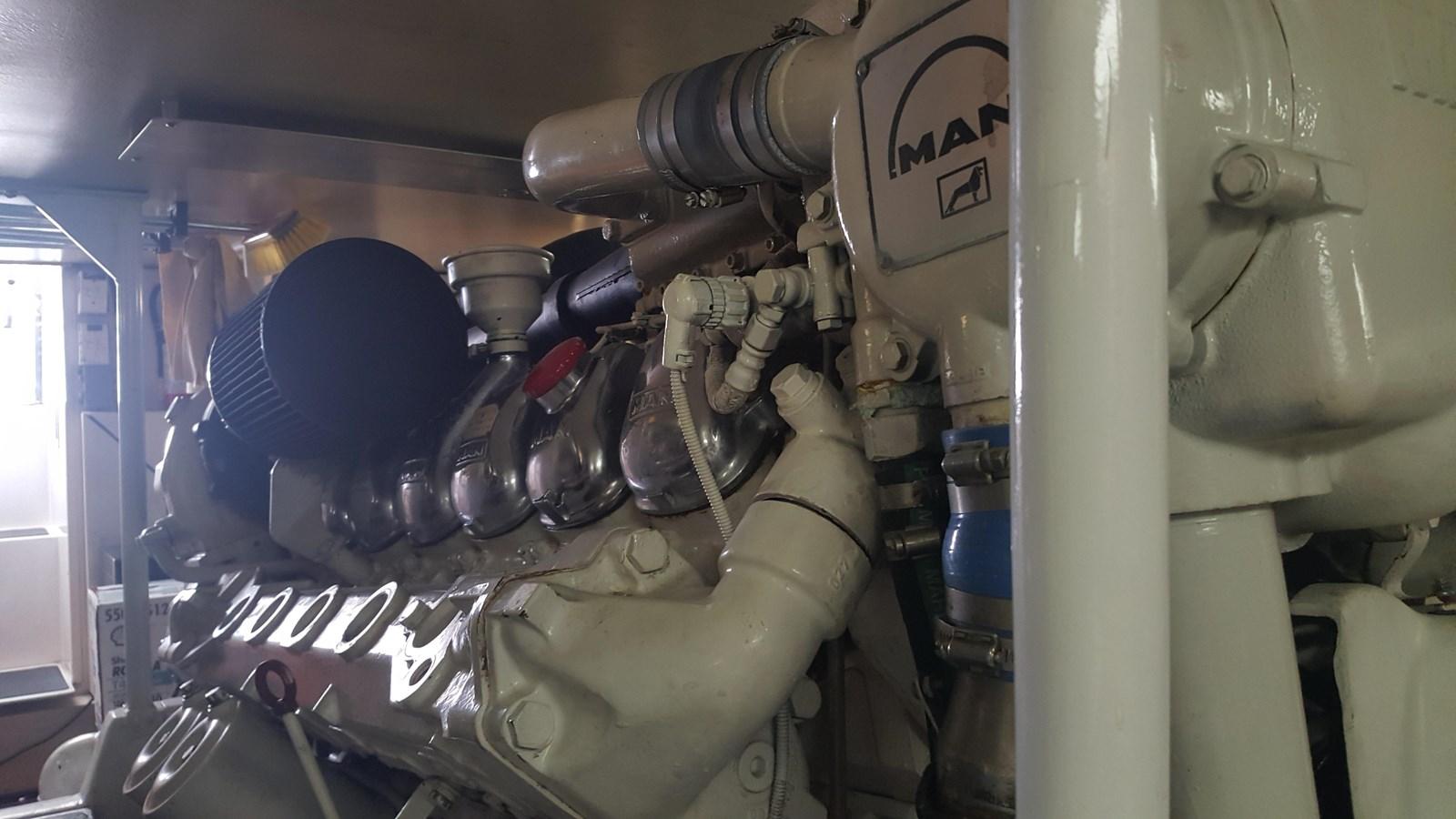 Engine Room 2000 VIKING  Sport Fisherman 2846849