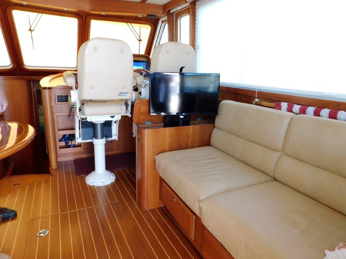 Salon - TV up position 2014 SABRE YACHTS 42 Salon Express Motor Yacht 2853473