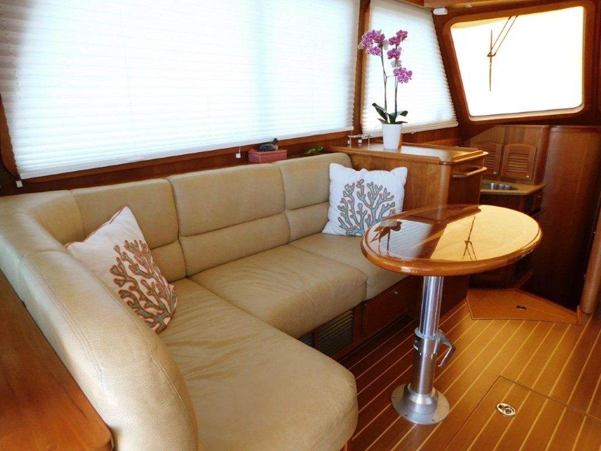 Salon Seating  2014 SABRE YACHTS 42 Salon Express Motor Yacht 2853474