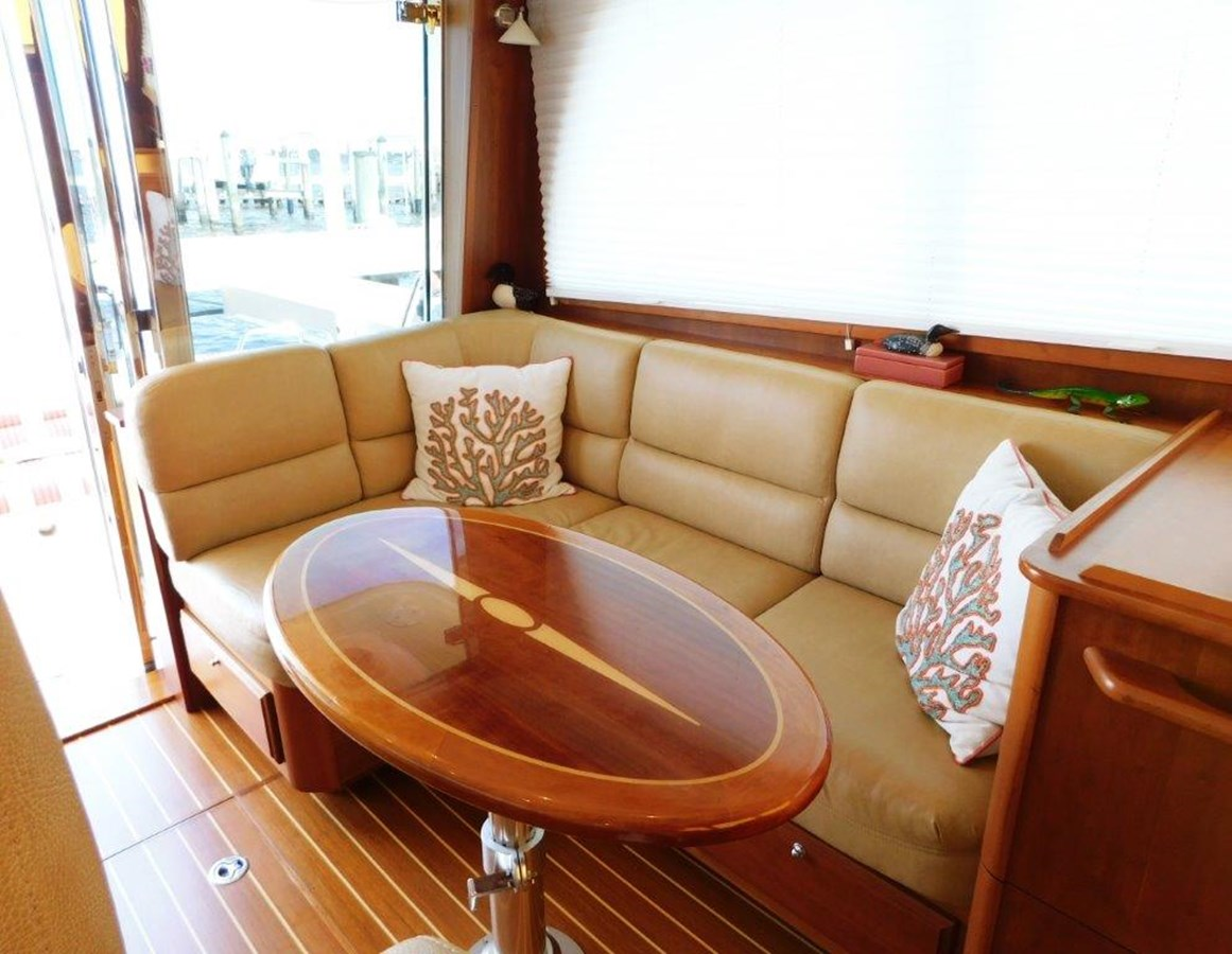 Salon Seating  2014 SABRE YACHTS 42 Salon Express Motor Yacht 2853475