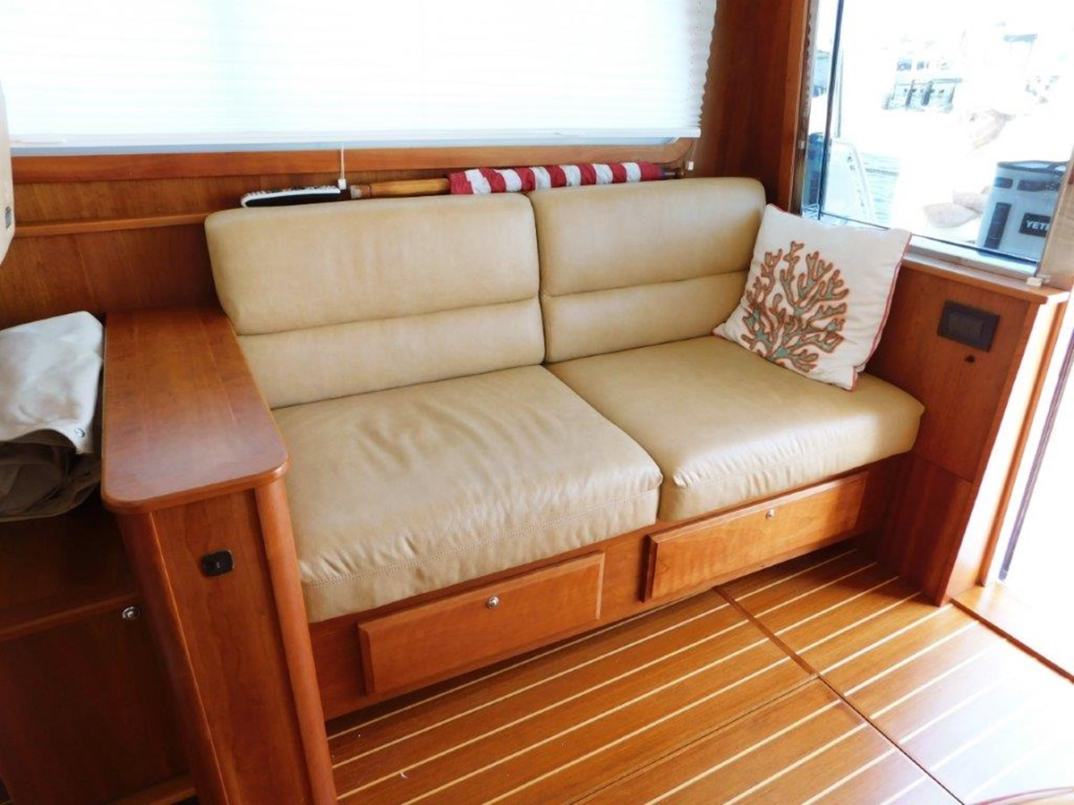 Salon Seating  2014 SABRE YACHTS 42 Salon Express Motor Yacht 2853476