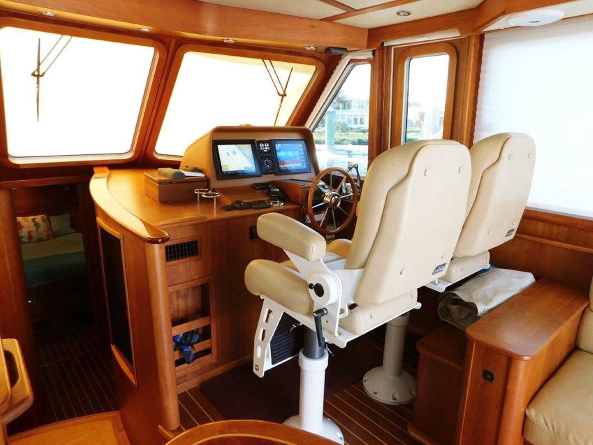 Helm Seating 2014 SABRE YACHTS 42 Salon Express Motor Yacht 2853487