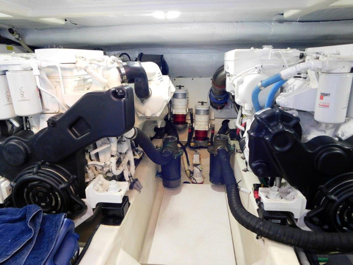 Engine Room 2014 SABRE YACHTS 42 Salon Express Motor Yacht 2853494