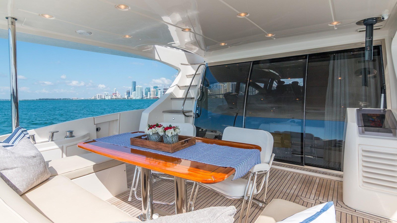2011 AZIMUT 70 Flybridge Motor Yacht 2945282