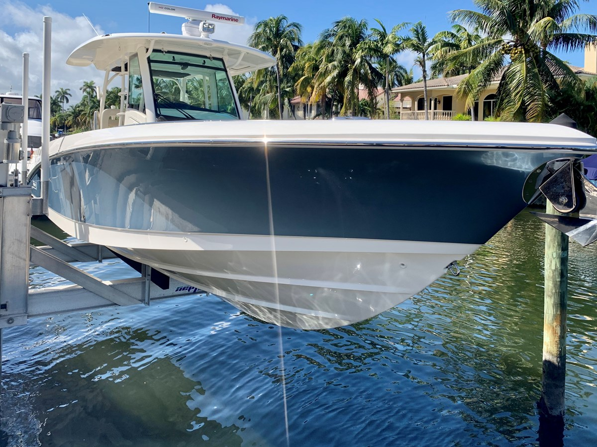 4_IMG_6148 2017 BOSTON WHALER 350 Outrage Center Console 2856345