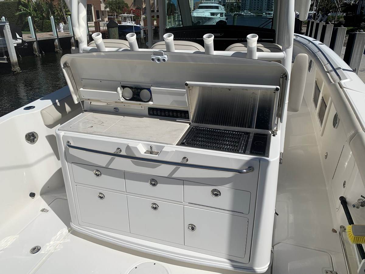 9_IMG_6132 2017 BOSTON WHALER 350 Outrage Center Console 2856350