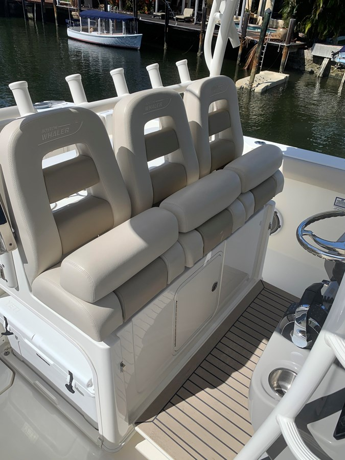 10_IMG_6134 2017 BOSTON WHALER 350 Outrage Center Console 2856351