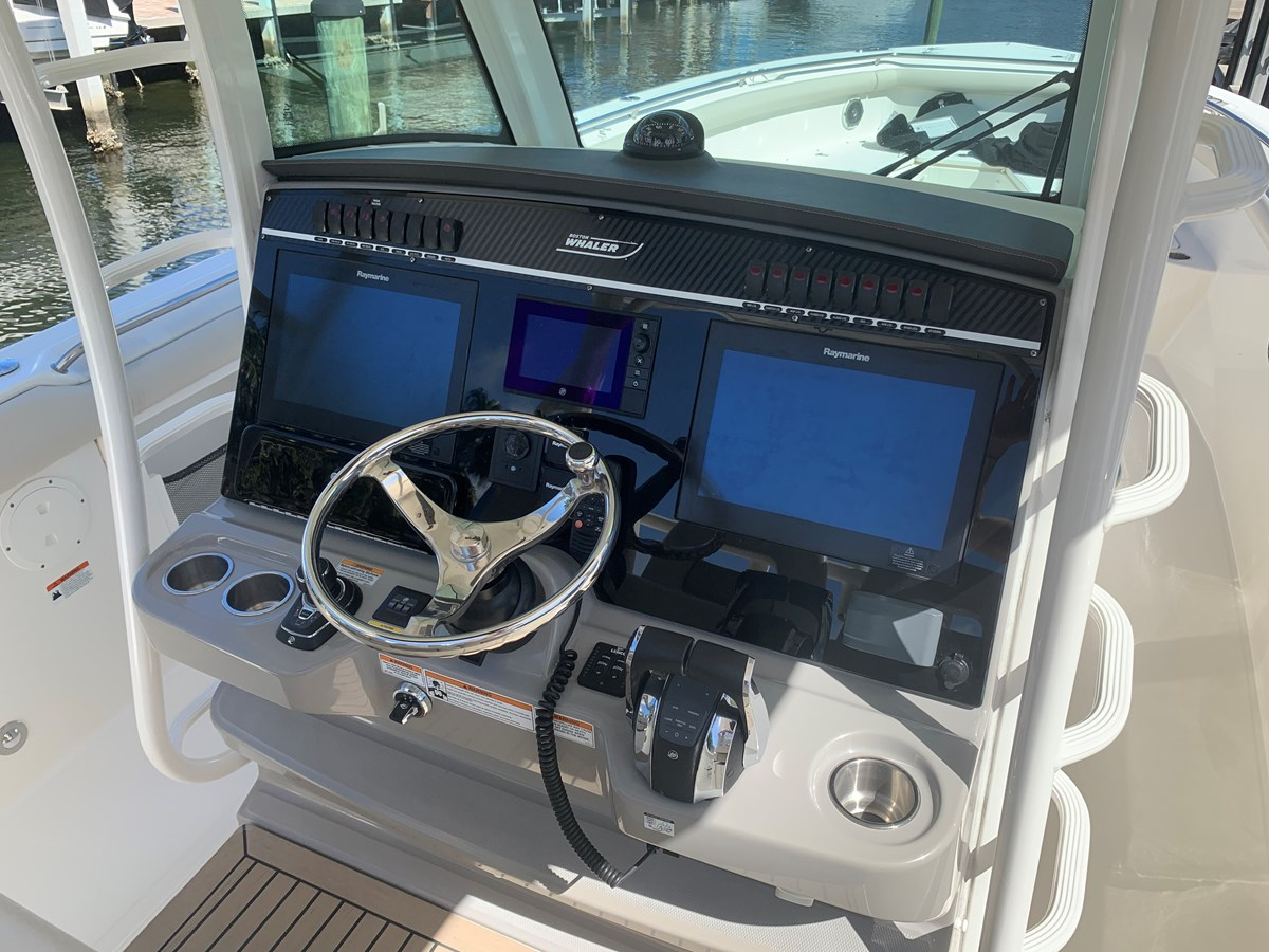 11_IMG_6135 2017 BOSTON WHALER 350 Outrage Center Console 2856352