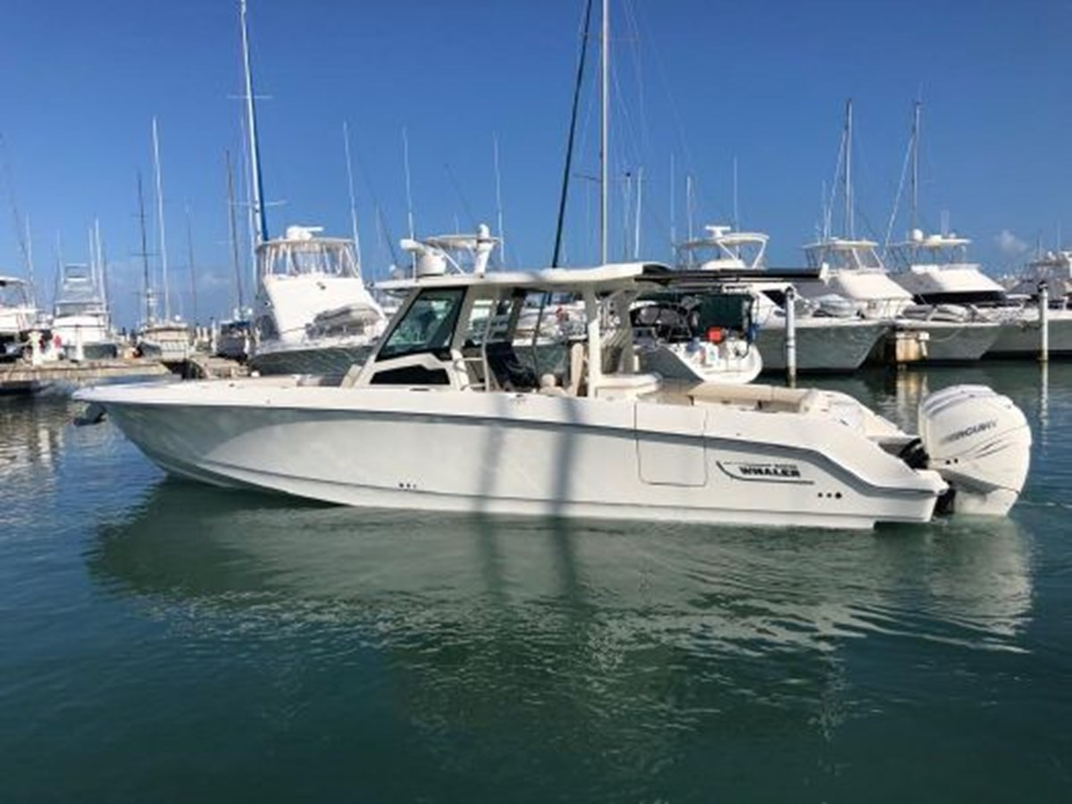 7372585_20200221134311428_1_XLARGE 2020 BOSTON WHALER  Deck Boat 2856384