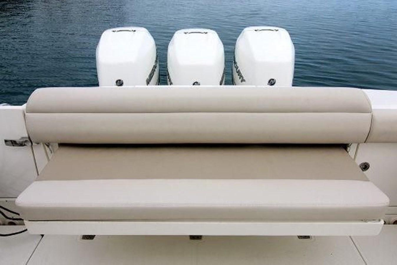 7372585_20200220095410641_1_XLARGE 2020 BOSTON WHALER  Deck Boat 2856393