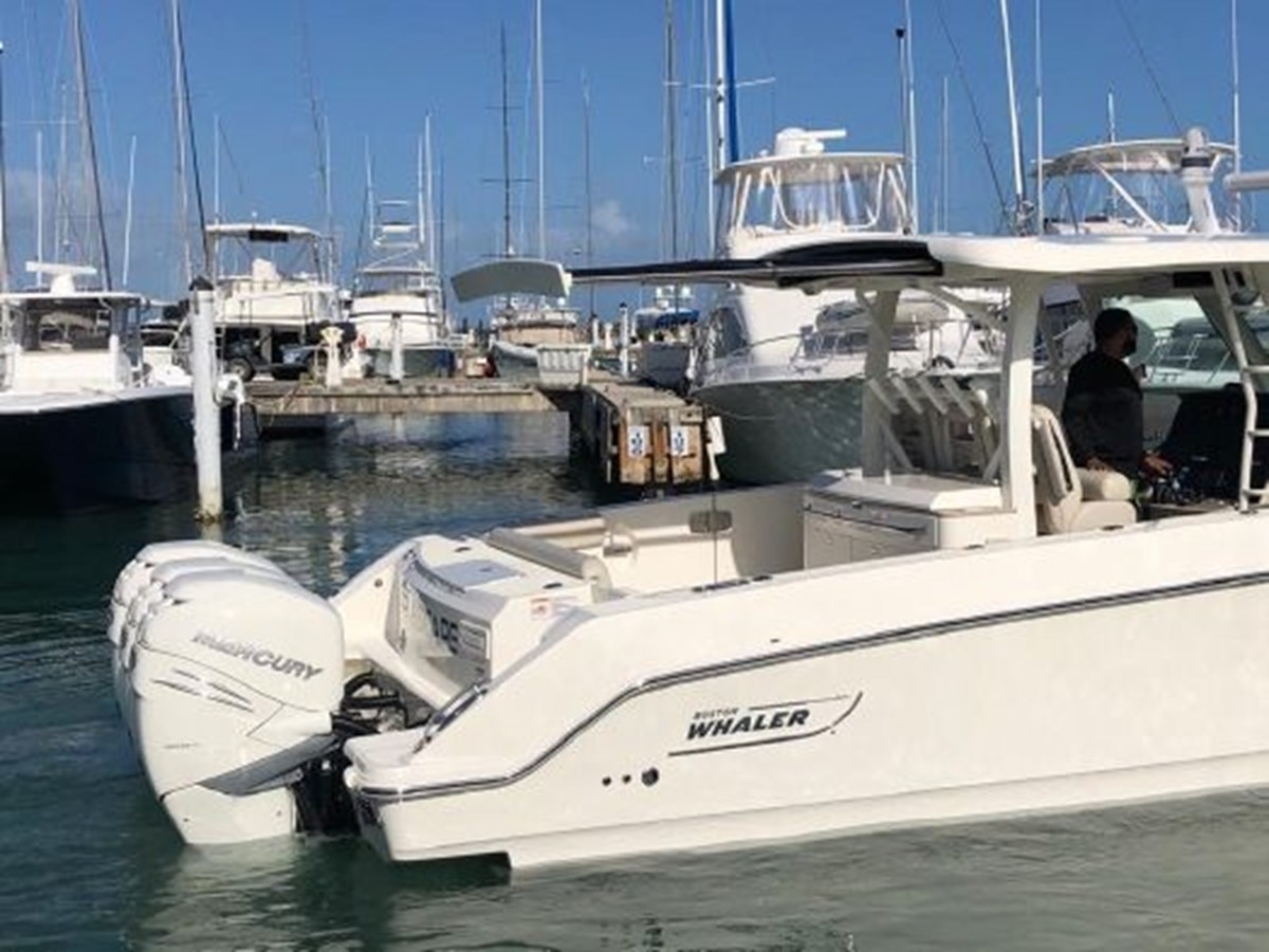 7372585_20200221134307771_1_XLARGE 2020 BOSTON WHALER  Deck Boat 2856395