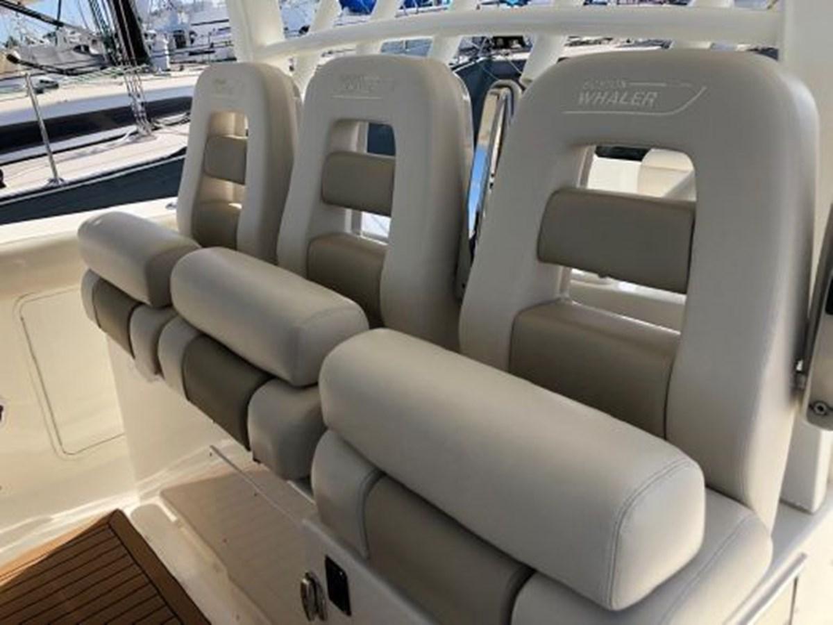 7372585_20200221134412580_1_XLARGE 2020 BOSTON WHALER  Deck Boat 2856404