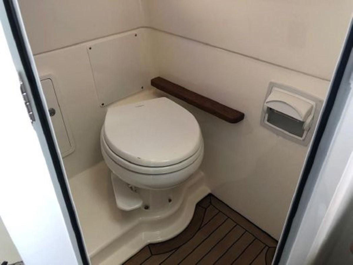 7372585_20200221134417365_1_XLARGE 2020 BOSTON WHALER  Deck Boat 2856408