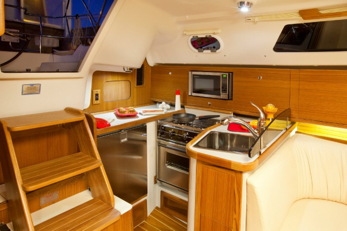 Galley 2020 CATALINA  Sloop 2860386