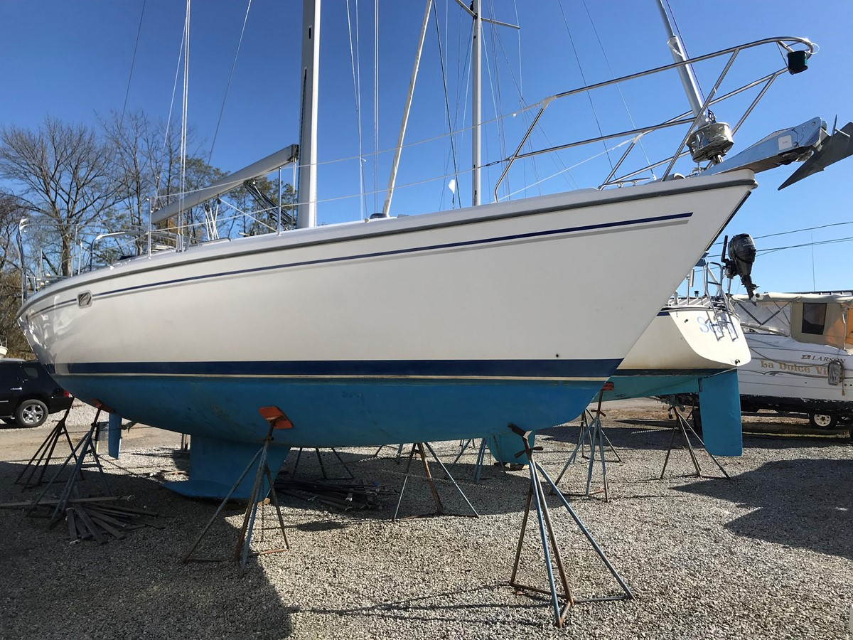 2004 CATALINA 42 MkII Cruising Sailboat 2862574