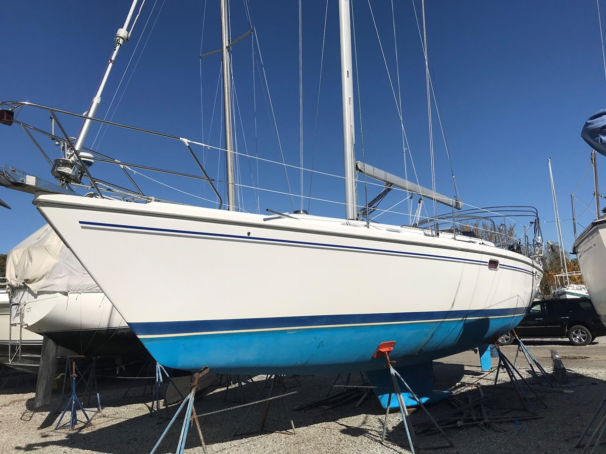 2004 CATALINA 42 MkII Cruising Sailboat 2862576