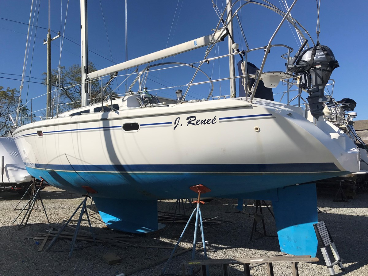 2004 CATALINA 42 MkII Cruising Sailboat 2862577
