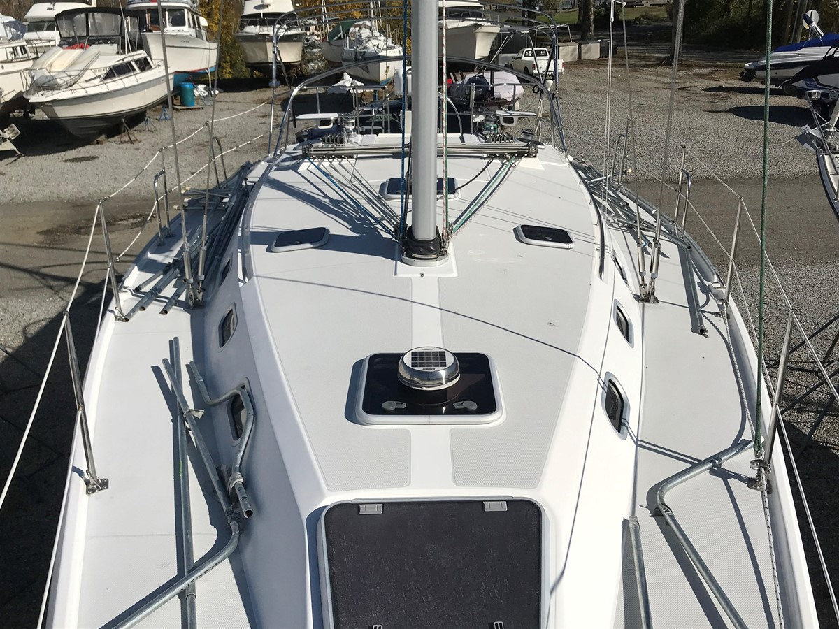 2004 CATALINA 42 MkII Cruising Sailboat 2862589