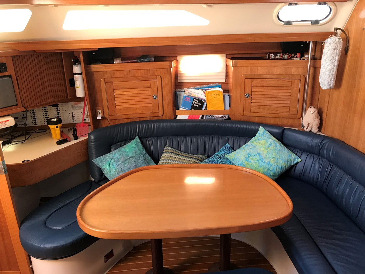 2004 CATALINA 42 MkII Cruising Sailboat 2862591