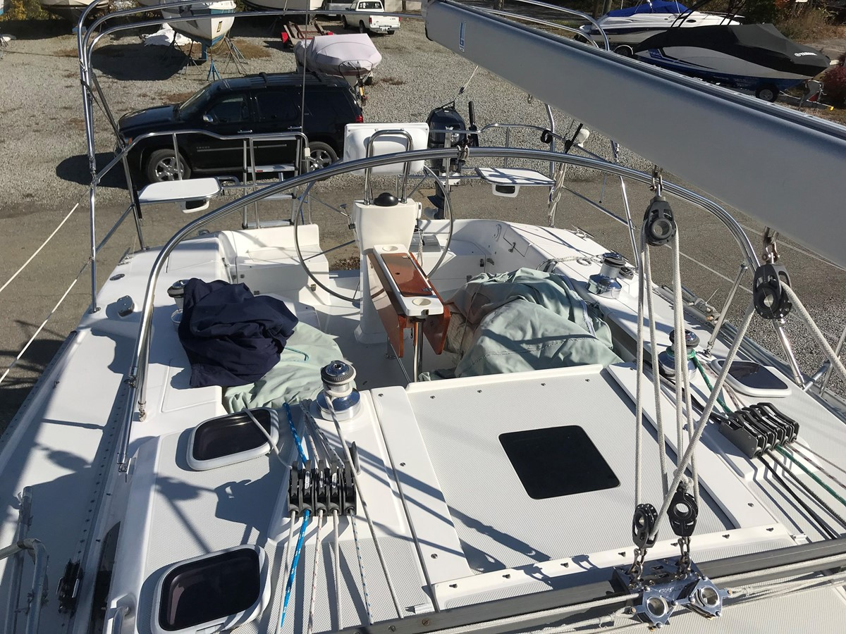 2004 CATALINA 42 MkII Cruising Sailboat 2862592