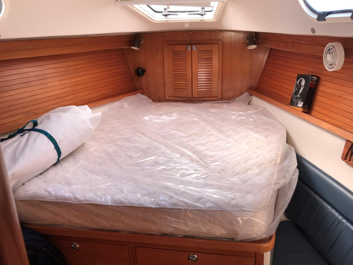 2004 CATALINA 42 MkII Cruising Sailboat 2862597