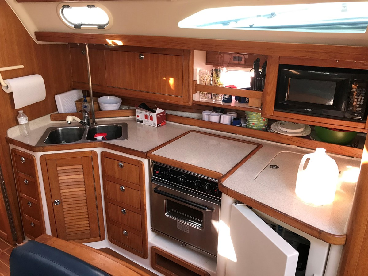 2004 CATALINA 42 MkII Cruising Sailboat 2862600