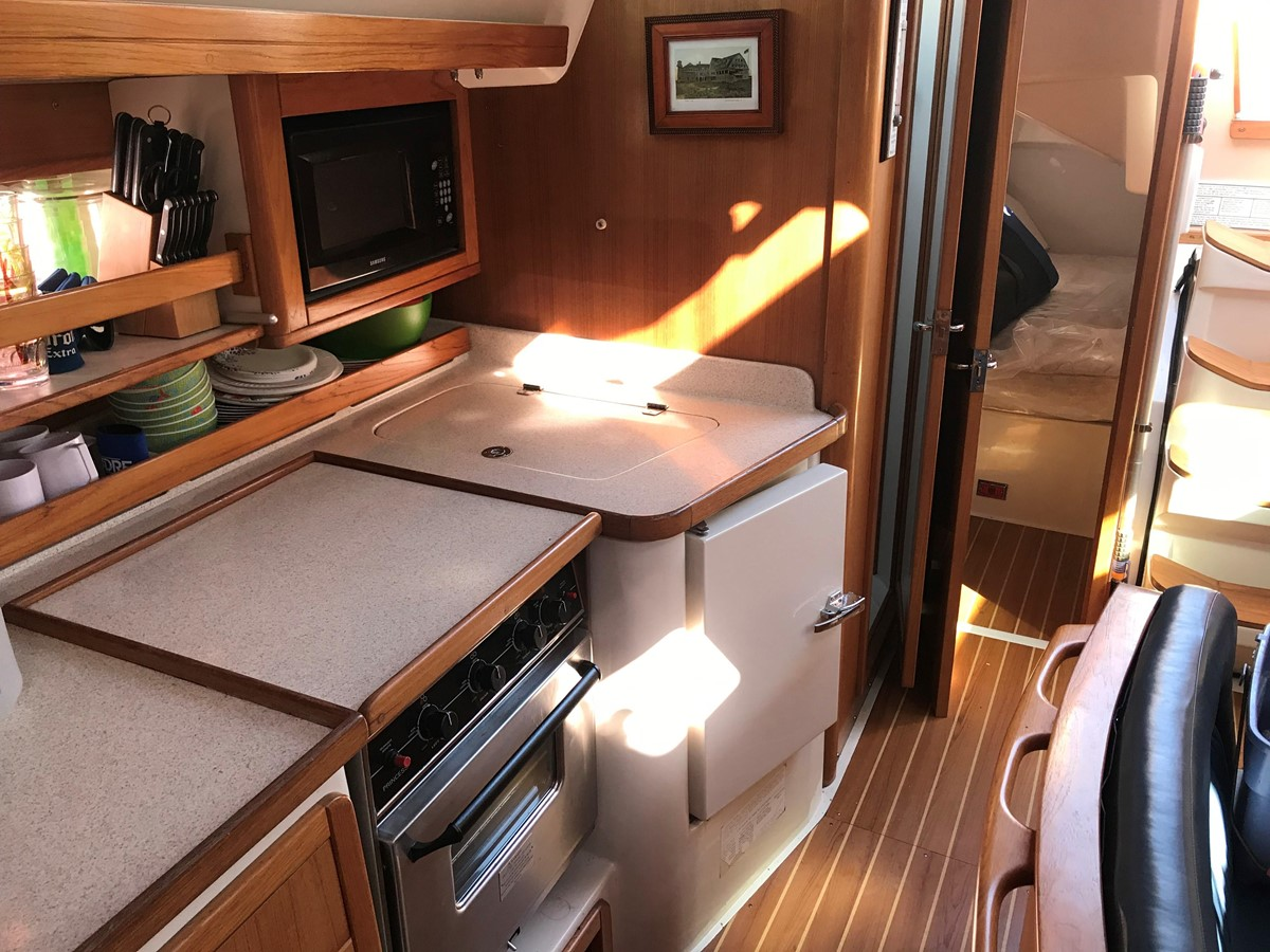 2004 CATALINA 42 MkII Cruising Sailboat 2862603
