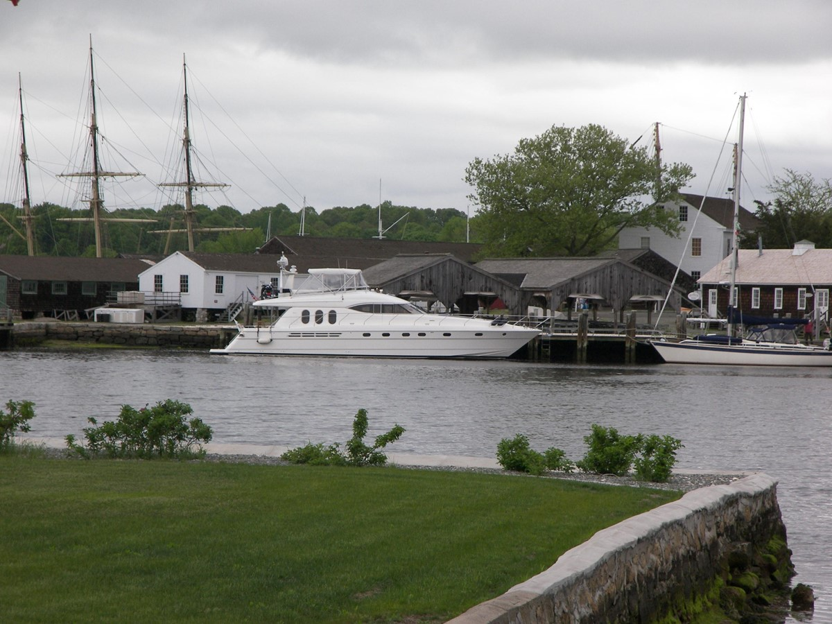 Comfortably Numb at Mystic Seaport 2001 VIKING SPORT CRUISERS 68 Motor Yacht  2862863