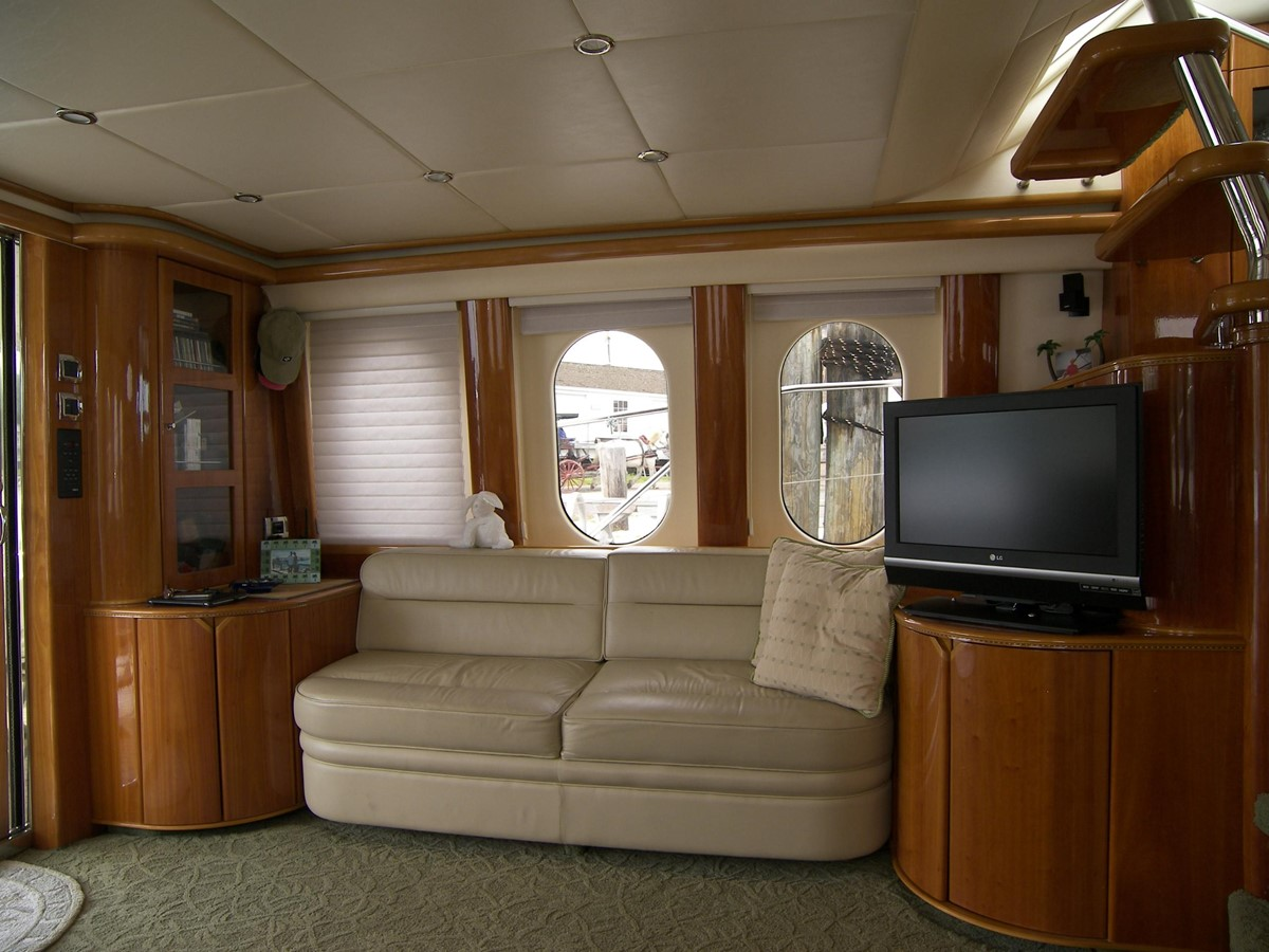 Salon Port Side Looking Abeam 2001 VIKING SPORT CRUISERS 68 Motor Yacht  2862873