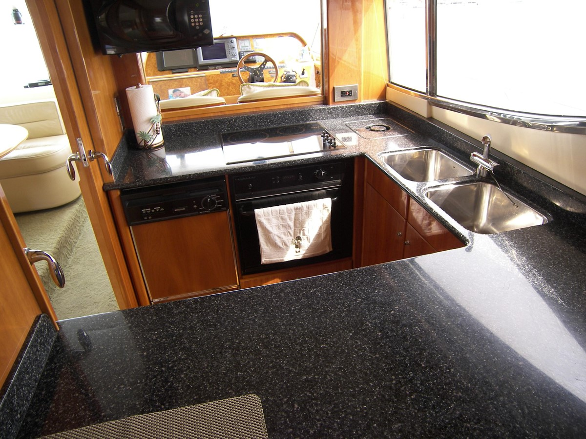 Galley looking in Fom Salon 2001 VIKING SPORT CRUISERS 68 Motor Yacht  2862875