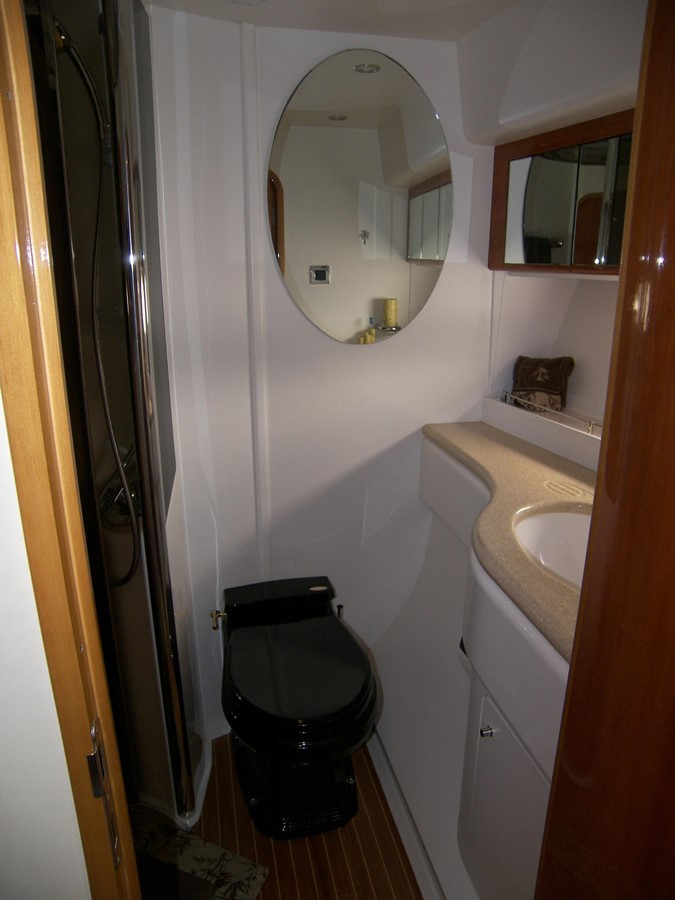 Starboard Guest Cabin Ensuite Head & Shower 2001 VIKING SPORT CRUISERS 68 Motor Yacht  2862885