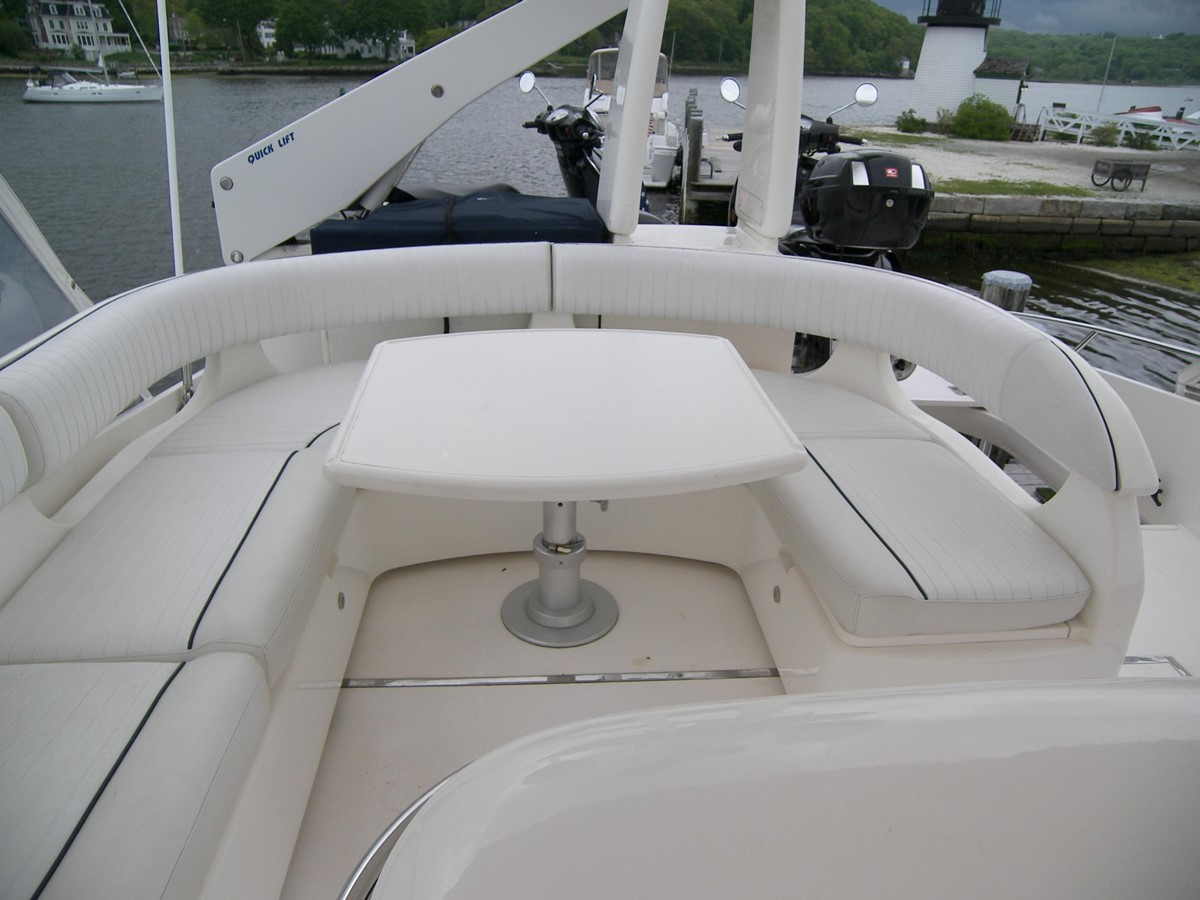 Bridge Seating 2001 VIKING SPORT CRUISERS 68 Motor Yacht  2862905