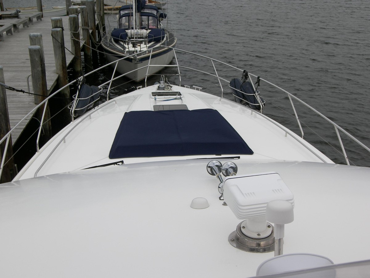 Looking at Foredeck from Bridge 2001 VIKING SPORT CRUISERS 68 Motor Yacht  2862926