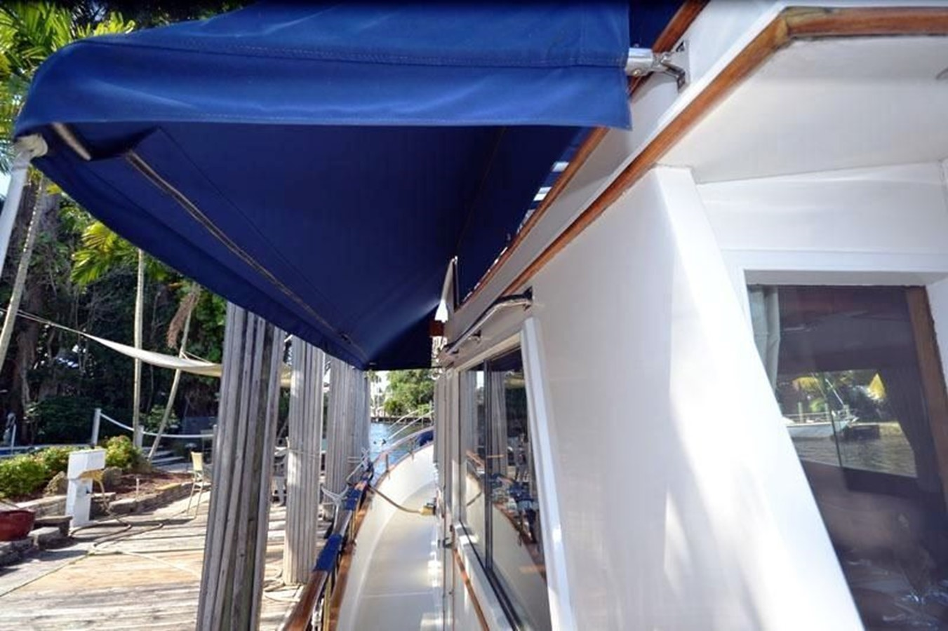 Port side deck aft to forward 1980 GRAND BANKS 42 Classic Trawler 2865675