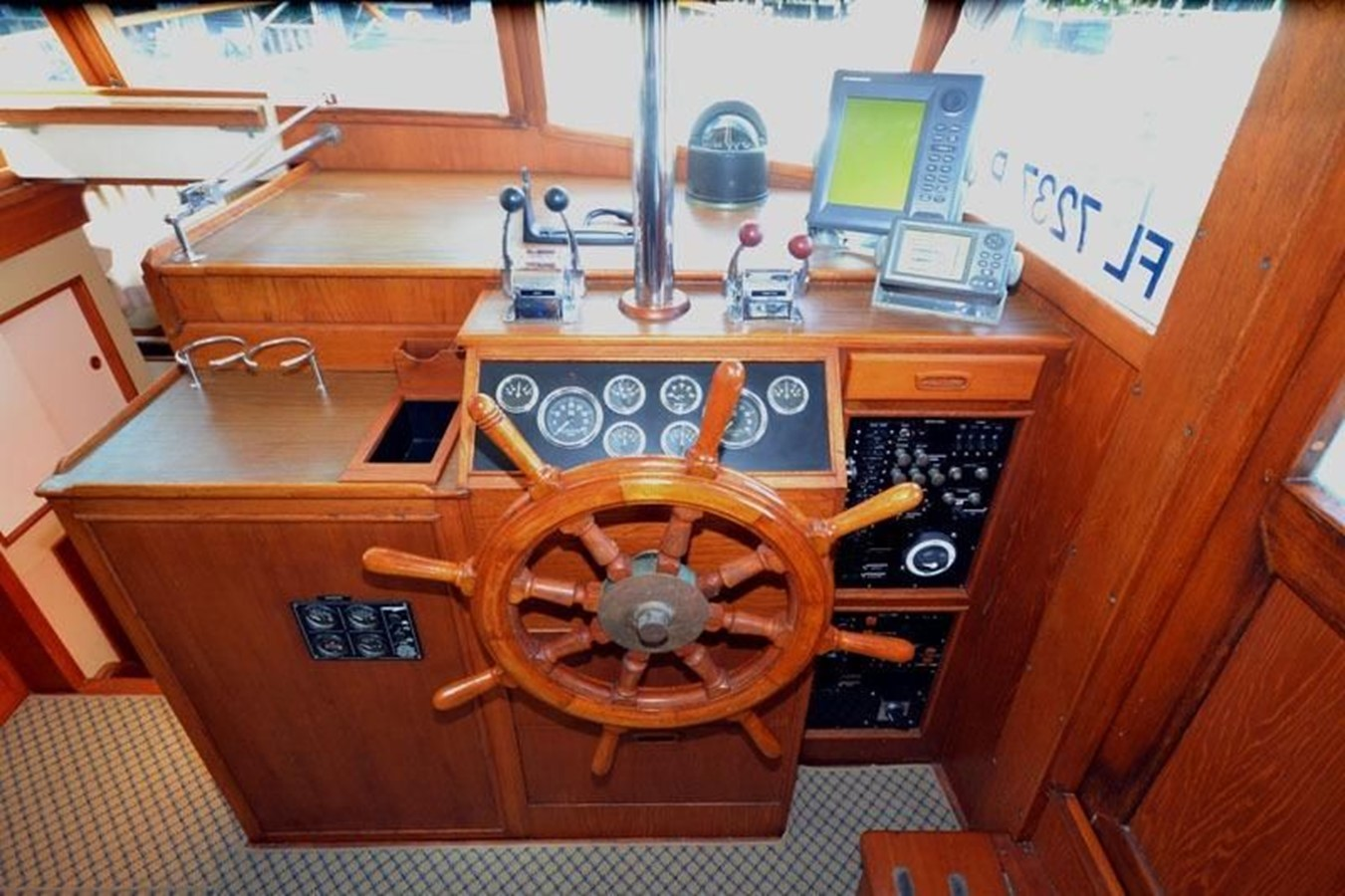 Lower Helm Station, starboard side 1980 GRAND BANKS 42 Classic Trawler 2865680
