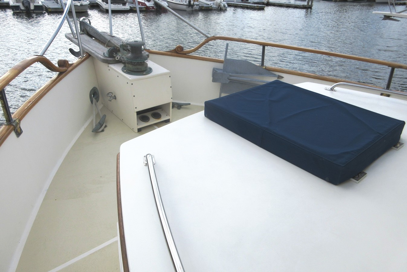 Fore deck, port side 1980 GRAND BANKS 42 Classic Trawler 2865690